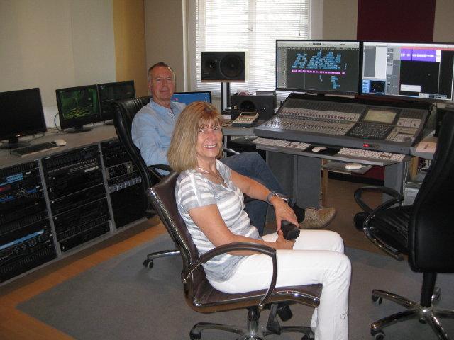 Klangreisen fuer die Seele - im Tonstudio vor dem Computer